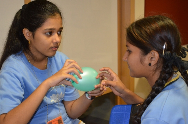 Rosbin and Sweety discuss why the balloon was able to amplify sounds.