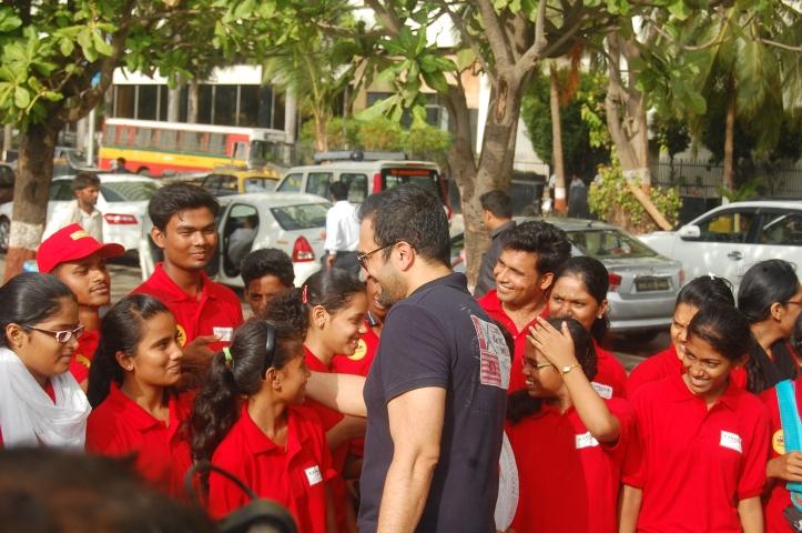 Atul Kasbekar talking to the students.
